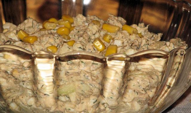 Sałatka jajeczna z tuńczykiem i koperkiem