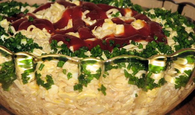 Selerowa sałatka z makaronem chińskim