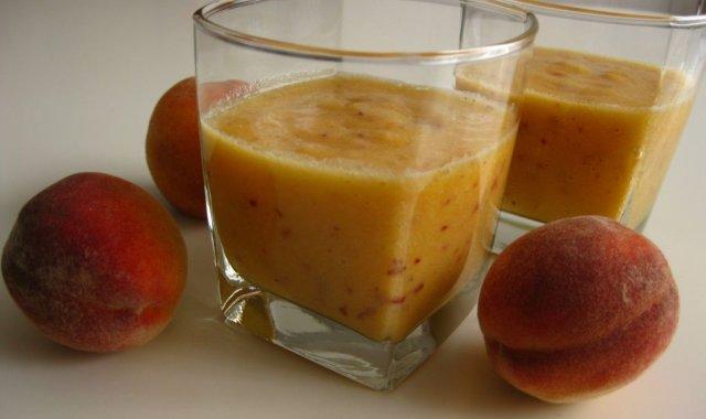 Koktajl ananasowo-brzoskwiniowy