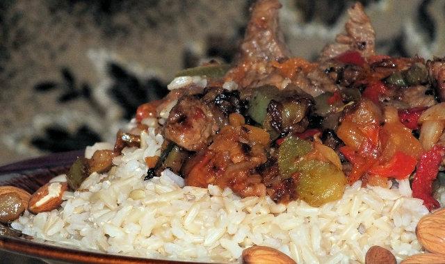 Szybka i pożywna potrawka z ryżu i indyka