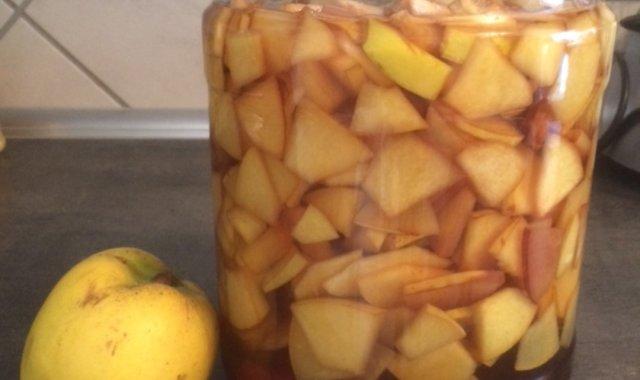 Nalewka z owoców pigwy