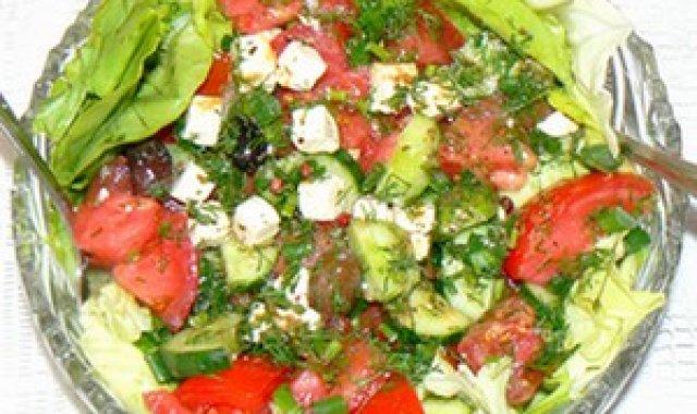 Sałatka wiosenna z sosem vinegret