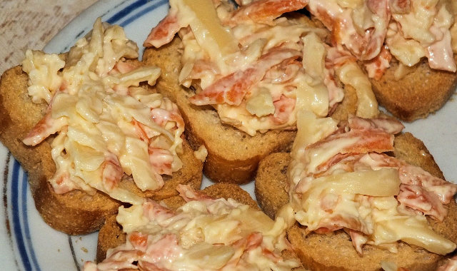 Mini kanapeczki z aromatyczną pastą