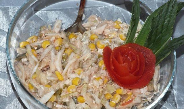 Sałatka pekińska z tuńczykiem