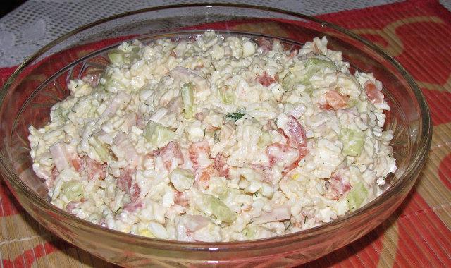 Sałatka ryżowa z chrzanową nutką