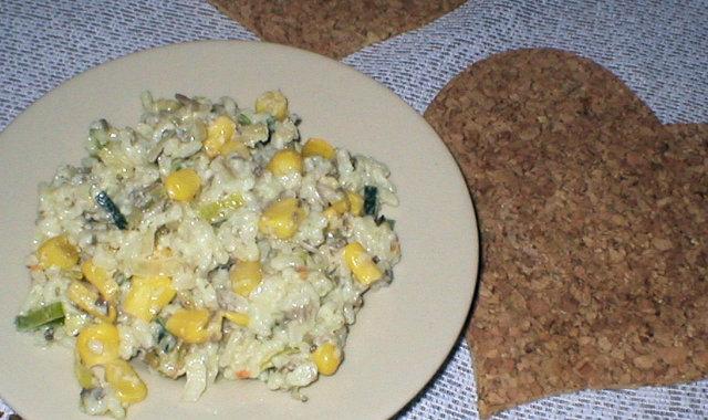 Sałatka ryżowa z kukurydzą