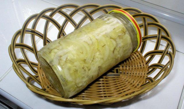 Sałatka z ogórków z koperkiem