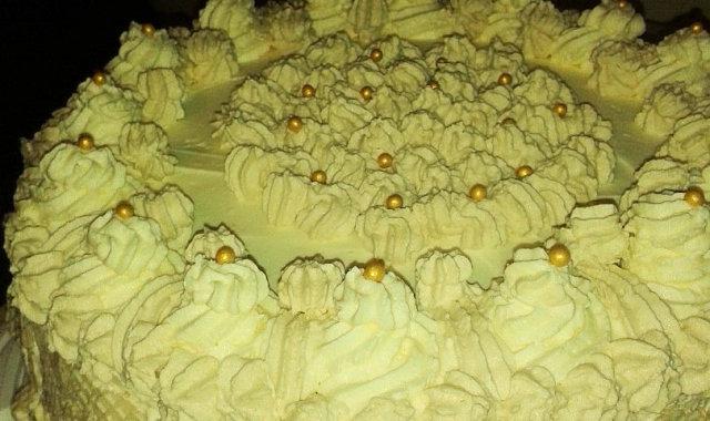 Tort śmietankowy z przepyszną masą toffi