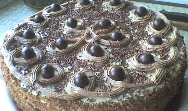 Pyszny tort urodzinowy
