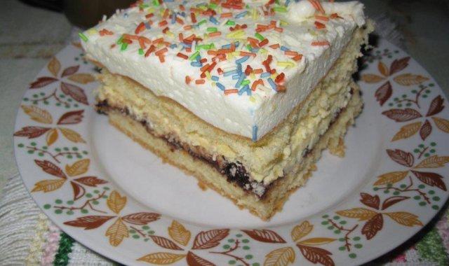 Aromatyczny kawałek ciasta z procentami