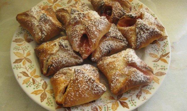 Ciastka francuskie z jabłkiem i wiśnią