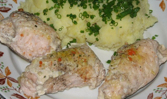 Dietetyczne indycze roladki z serem, szynką i pieczarkami