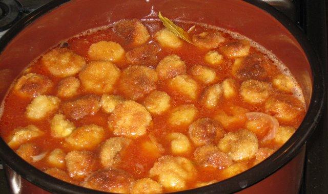 Pieczarki w zalewie pomidorowej