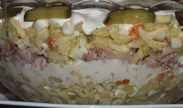 Sałatka jarzynowa z tuńczykiem