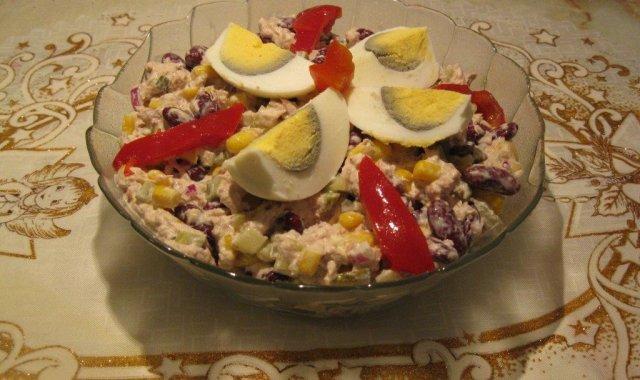 Sałatka z tuńczyka i czerwonej fasolki