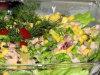 Dietetyczna sa�atka z zielonej sa�aty i w�dzonego kurczaka