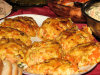 Filety z kurczaka przek�adane marchewk�, porem i ��tym serem