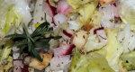 Sur�wka z zielonej sa�aty, rzodkiewki i jab�ka