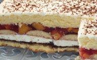 Biszkopt przek�adany powid�ami, waniliow� mas� i brzoskwiniami