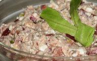 Dietetyczna sałatka z serkiem i tuńczykiem