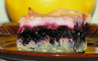 Gryczane ciasto z jagodami i wi�niow� piank�