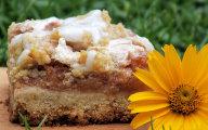 Krucho-razowe ciasto owocowe z lukrem