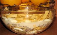 Sa�atka warstwowa ze �ledziem i serem