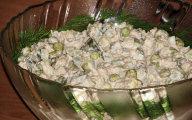 Sa�atka z kie�k�w soi i tu�czyka