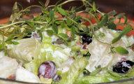 Sałatka z lodowej sałaty z czosnkowo-miodową nutką