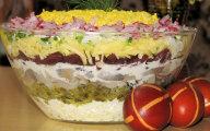 Wielkanocna warstwowa sałatka na kolorowo