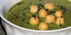 Błyskawiczna zupa krem z zielonego groszku