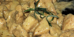 Kurczak w jogurtowym sosie z nutk� curry