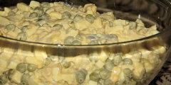 Sałatka śledziowa z kiełkami soi