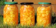 Sa�atka z cukinii, marchewki i cebuli