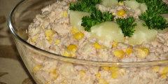 Sa�atka z tu�czykiem i ananasem