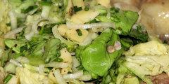 Sur�wka obiadowa z zielonej sa�aty, jab�ka i s�onecznika