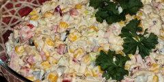 Szybka sałatka serowa na kolorowo