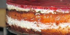 Tort galaretkowy ze śmietaną