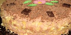 Tort �mietankowo-czekoladowy z cha�w�