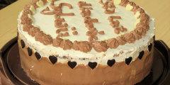 Tort �mietankowy z kokosowo-migda�ow� wk�adk�