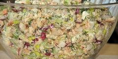 Wiosenna sałatka z łososiem i rzodkiewką