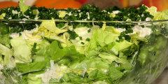 Zielona sałata w cebulowo-porowym sosie