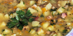 Zupa z soczewicą i cukinią
