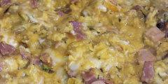 Jajecznica na bogato – czyli z serem mozzarell� i kie�bask� z grilla