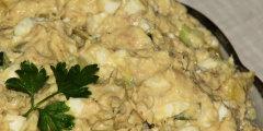 Sałatka z wędzoną makrelą, ogórkiem i papryką