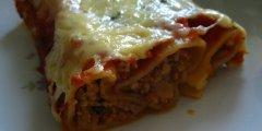 Cannelloni z mi�sem mielonym i mozzarell� w pomidorowym sosie