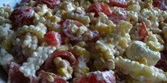 Makaronowa sa�atka z pomidorami i serem feta
