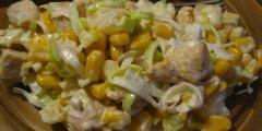 Sa�atka z porem i kurczakiem curry