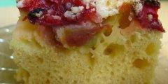 Truskawkowo-rabarbarowe ciasto z kruszonk�