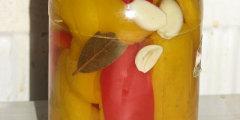 Kolorowa papryka w słodko-kwaśnej zalewie